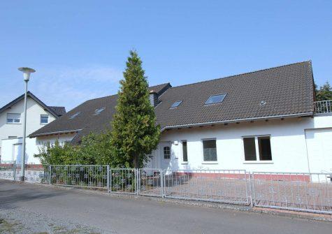 * 3 Immobilien * zwei schöne Doppelhaushälften sowie angebauter Bungalow