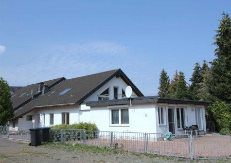 geräumige lichtdurchflutete Doppelhaushälfte mit Garten, Terrasse und Garage in ruhiger Lage