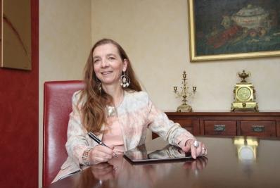 Dr. Yvonne Ehses