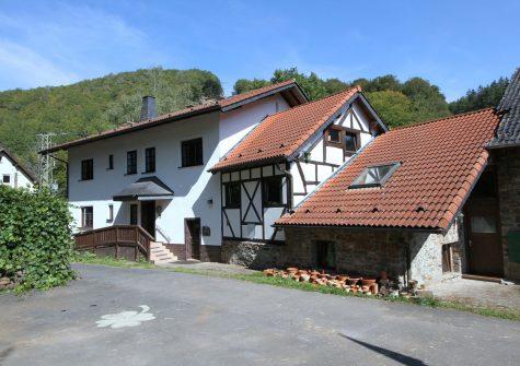 malerisch gelegene historische Kottenborner Mühle mit 5,9 Hektar Land im idyllischen Wirftbachtal