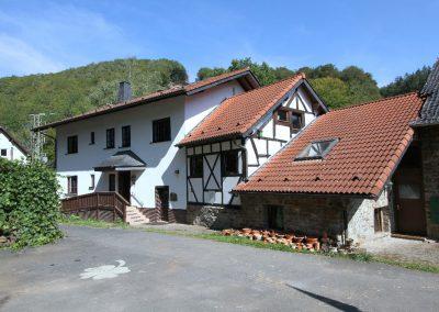 Südwest-Ansicht von Wohnhaus und Mühle