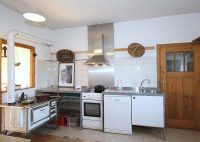 Wohnküche, rechts im Bild die Tür zur Scheune