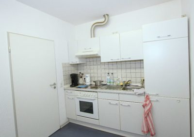 Küche, links im Bild die Tür zu Büro 1