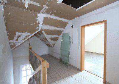 Flur im Dachgeschoss, rechts Schlafzimmer 3