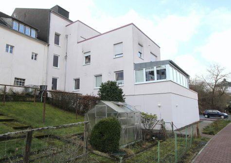 geräumige lichtdurchflutete Eigentumswohnung mit Dachterrasse und PKW-Stellplatz