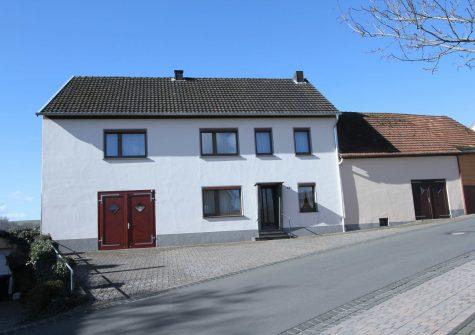 modernisiertes früheres Bauernhaus mit Nebengebäude, Garten und 2 Garagen in Lissingen