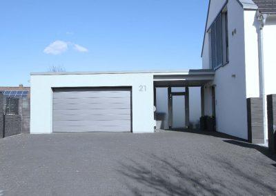 Eingangsbereich und Garage
