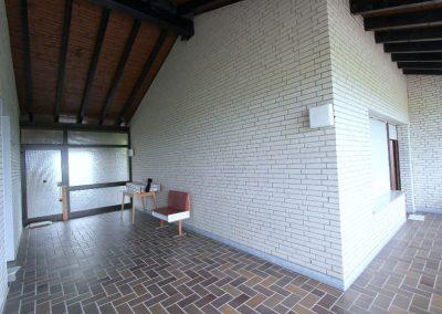 Loggia: links separater Eingang, rechts Zugang zu Wohneinheit 1