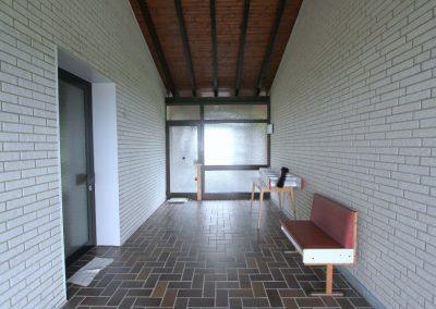Loggia: mittig separater Eingang, links Zugang zu Wohneinheit 2
