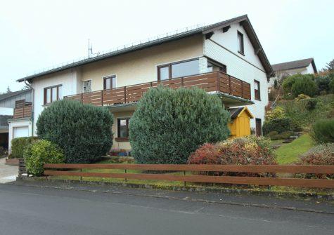 sehr gepflegtes Wohnhaus mit 3 hellen Wohnungen und Garage attraktiver Lage