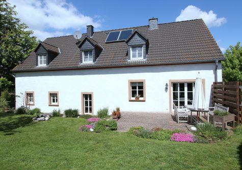 charmantes, stilvoll ausgebautes historisches Bauernhaus mit Doppelgarage und Garten