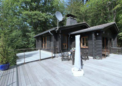 **charmantes Wochenendhaus im Jagdhausstil** mit großem Grundstück in naturnaher Lage