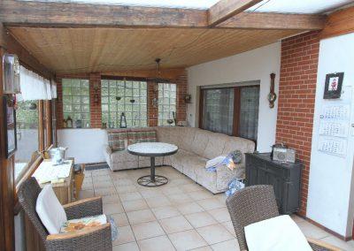 Wintergartenähnlich verglaste Terrasse