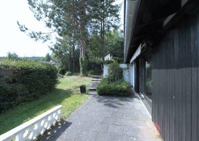 Terrasse und angrenzender Garten