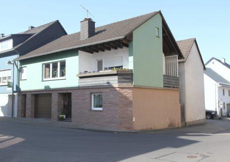 sehr gepflegtes und renoviertes Wohnhaus mit 2 Loggien und Garage in der Ortsmitte von Pelm