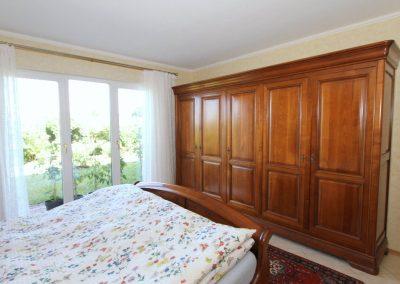bodentief verglastes Schlafzimmer I im UG