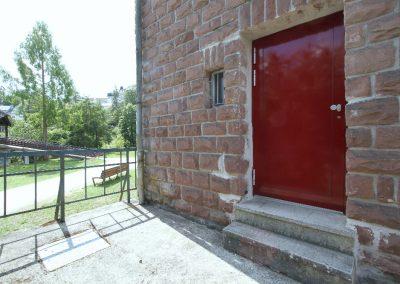 Eingangstür zur geräumigen Wohnküche