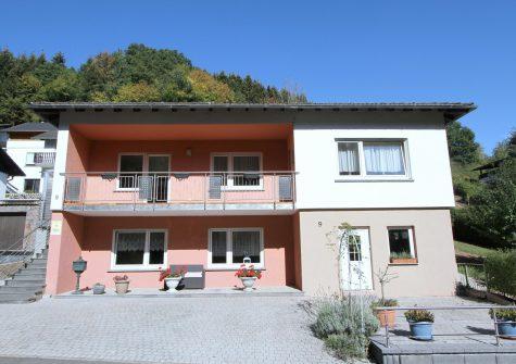 schönes Wohnhaus mit Einliegerwohnung in ruhiger Lage mit Garten, Balkon und Terrasse
