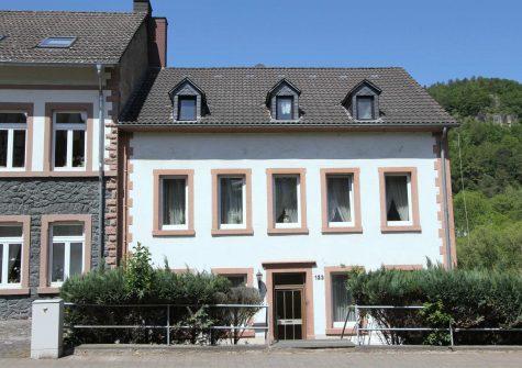 **historische Immobilie mit Charme** sehr geräumiges Stadthaus mit Garten in Gerolstein