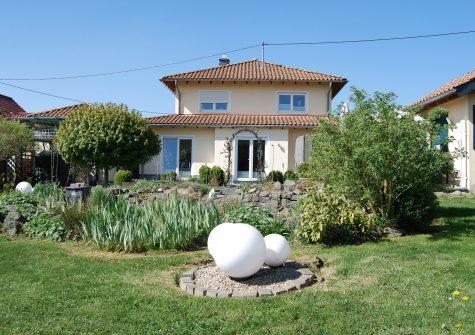 sehr charmantes Landhaus im mediterranen Toskana-Stil in ruhiger malerischer Ortsrandlage