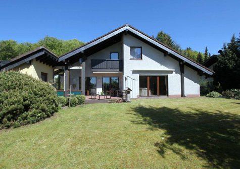 charmantes, sehr wohnliches und bodentief verglastes Landhaus in naturnaher ruhiger Lage