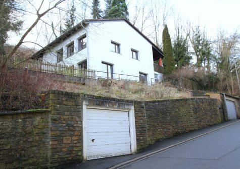 zentral gelegenes, sehr geräumiges Einfamilienhaus mit Terrasse und Garage in Gerolstein