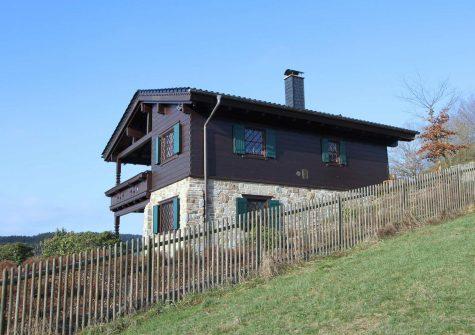exklusives, sehr romantisches Chalet im alpenländischen Stil in ruhiger und sonniger Eifel-Höhenlage