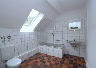 Bad in Wohnung 4 (DG Haupthaus)